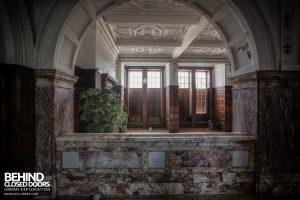 Kinmel Hall - Arch in hallway