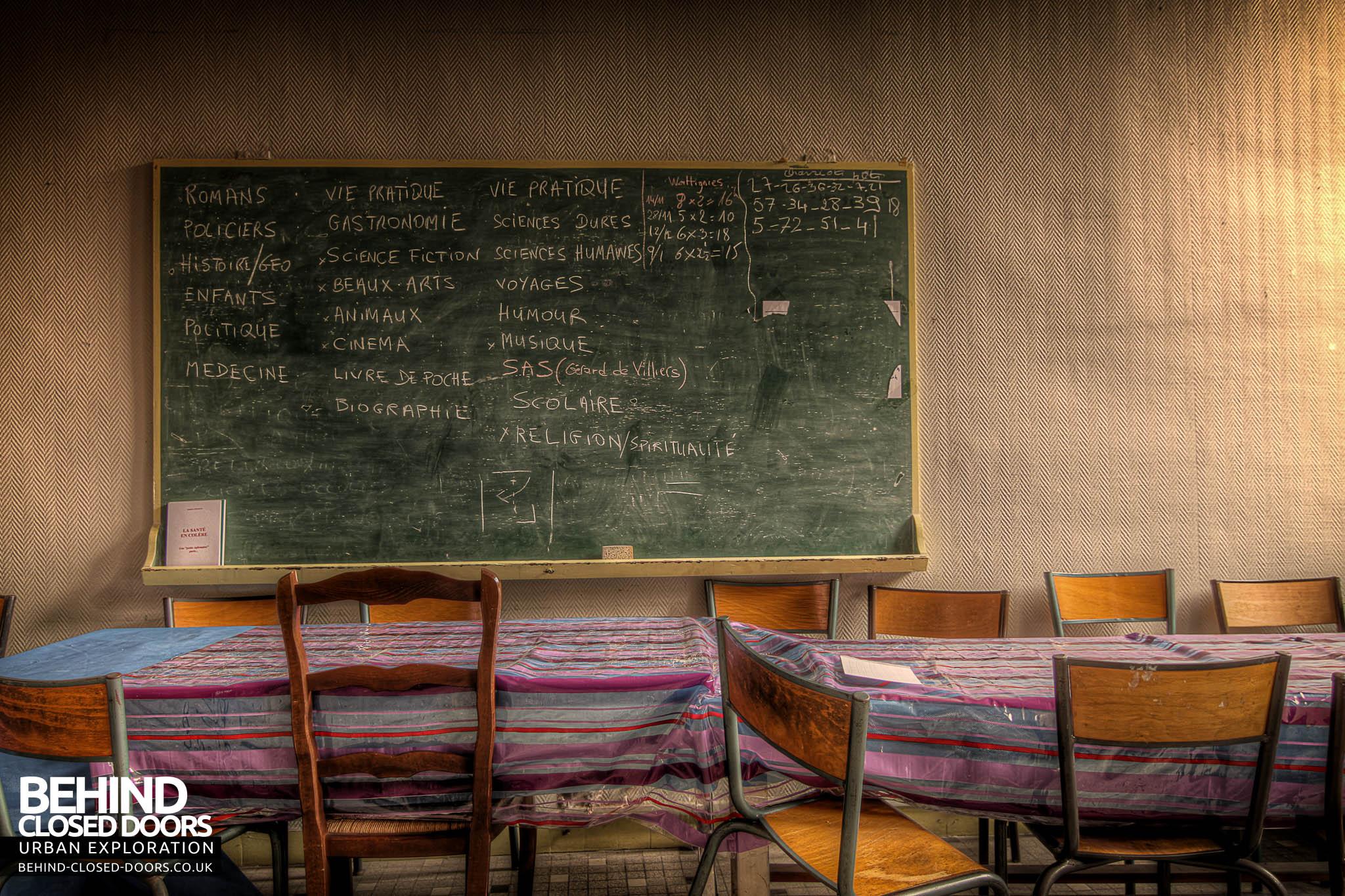 Blackboard Innovative Classroom ~ L école fmp school college france urbex behind