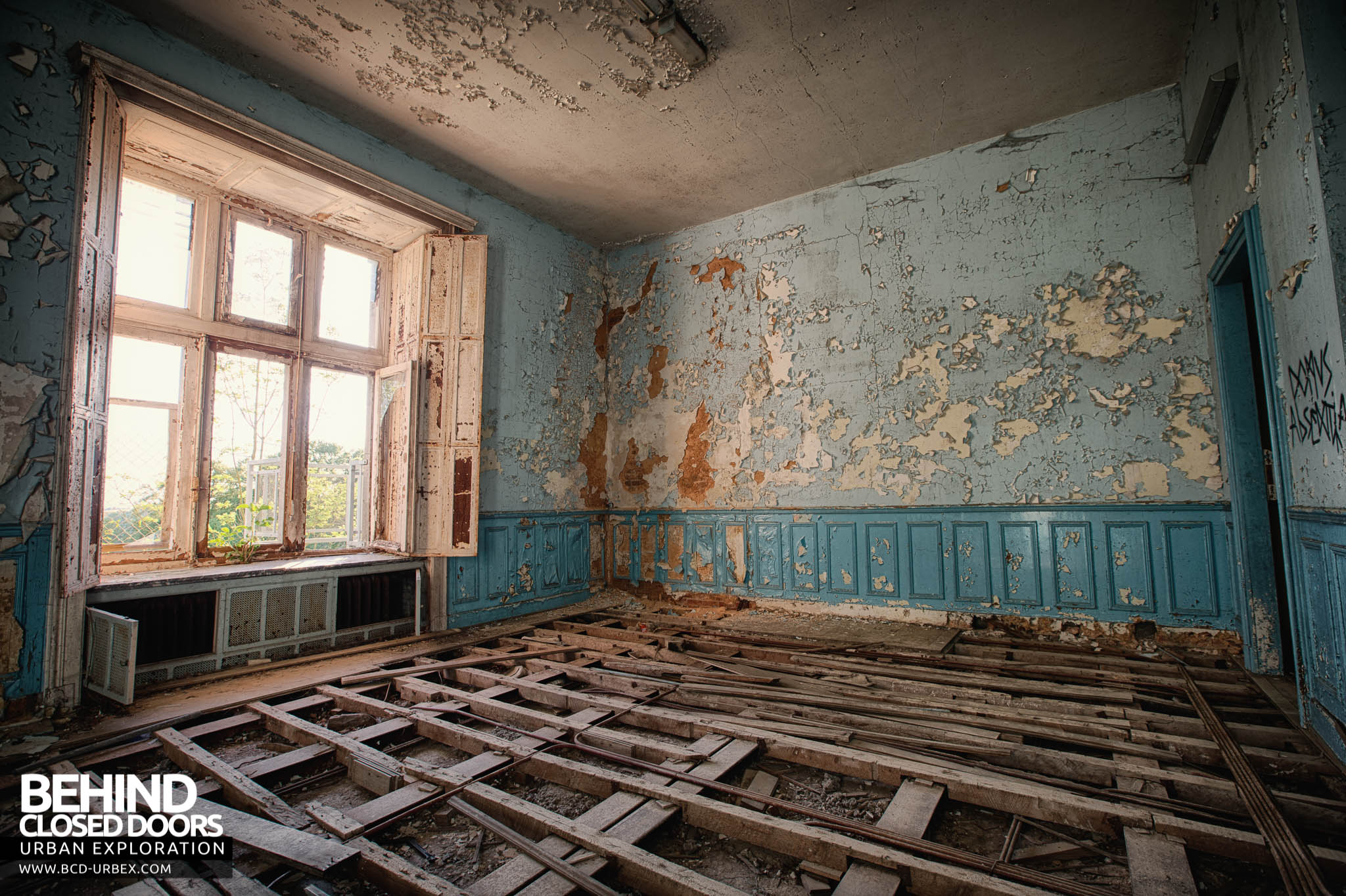 Castle Miranda Aka Château De Noisy Belgium Urbex Behind Closed Doors Urban Exploring Abandoned Locations