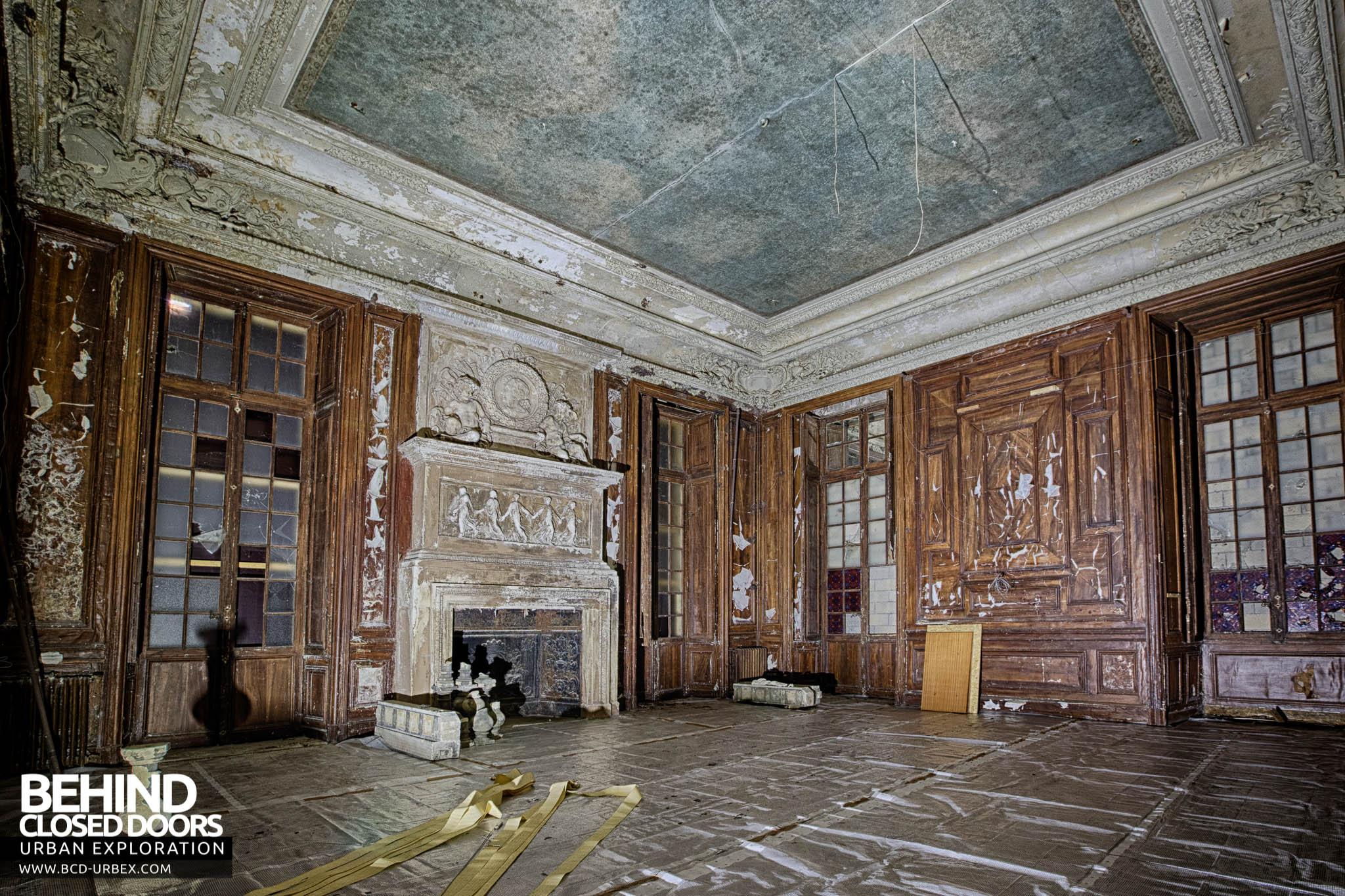 Ch teau de carnelle france urbex behind closed doors for Interieur francais