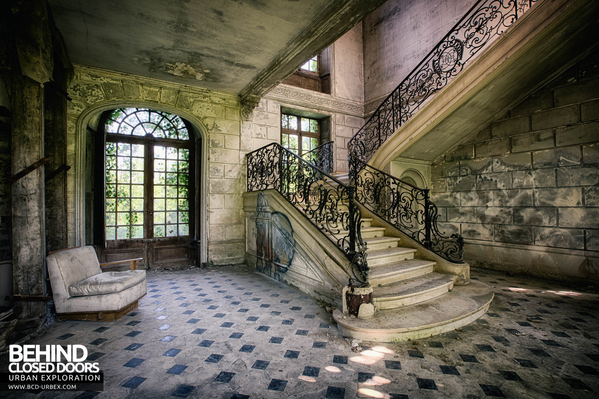 Château de Singes \u2013 The room with the staircase & Château de Singes France » Urbex | Behind Closed Doors Urban ... Pezcame.Com