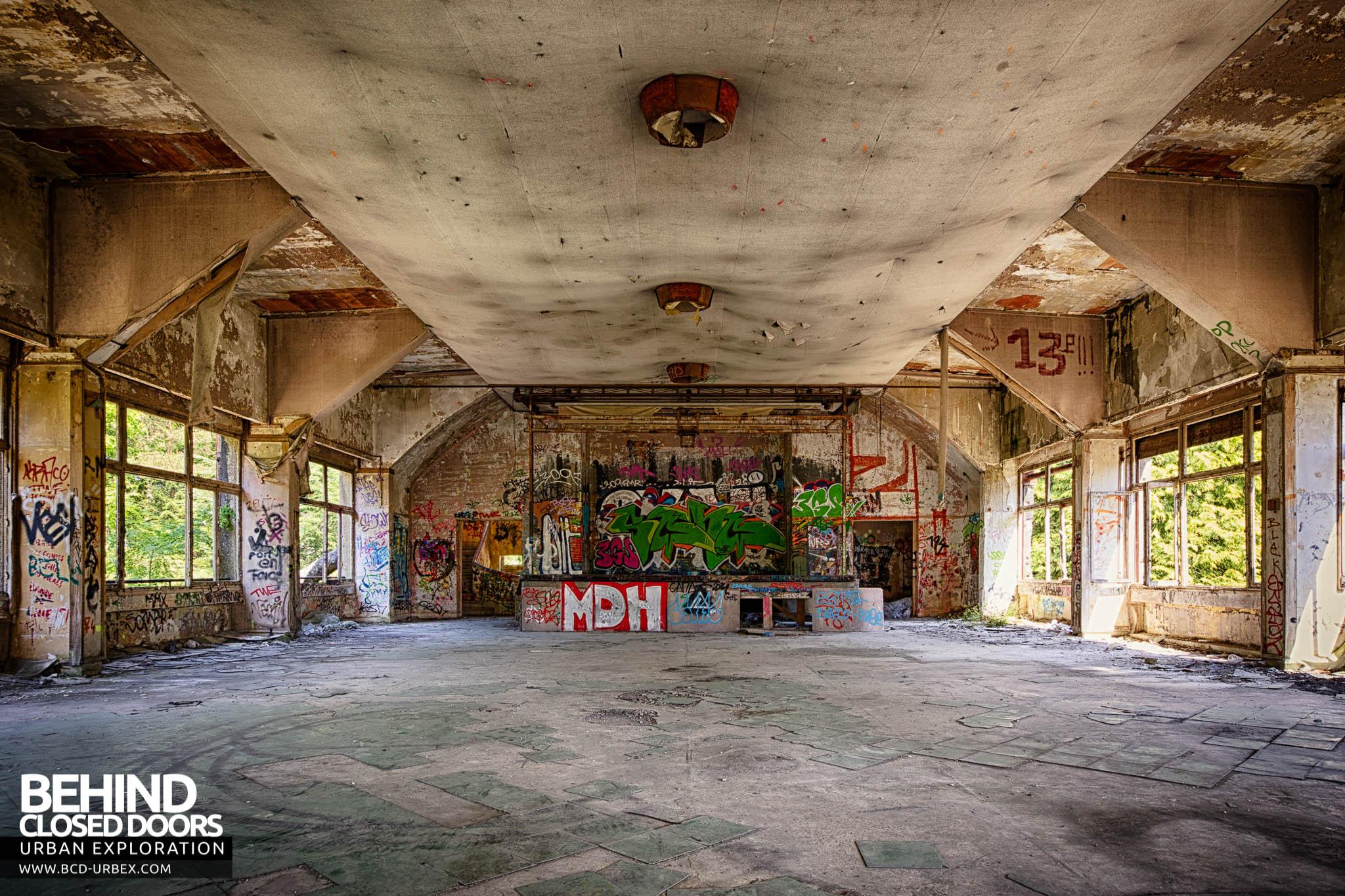 Le Sanatorium D Aincourt Fleurs De Ruine France 187 Urbex