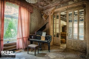Dr Annas House and Surgery - The grand piano