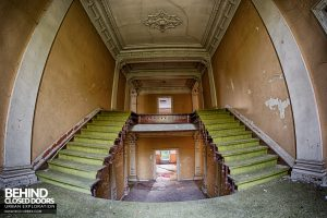Chateau Rochendaal - Fisheye at top of stairs