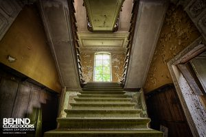 Chateau Rochendaal - On the stairs