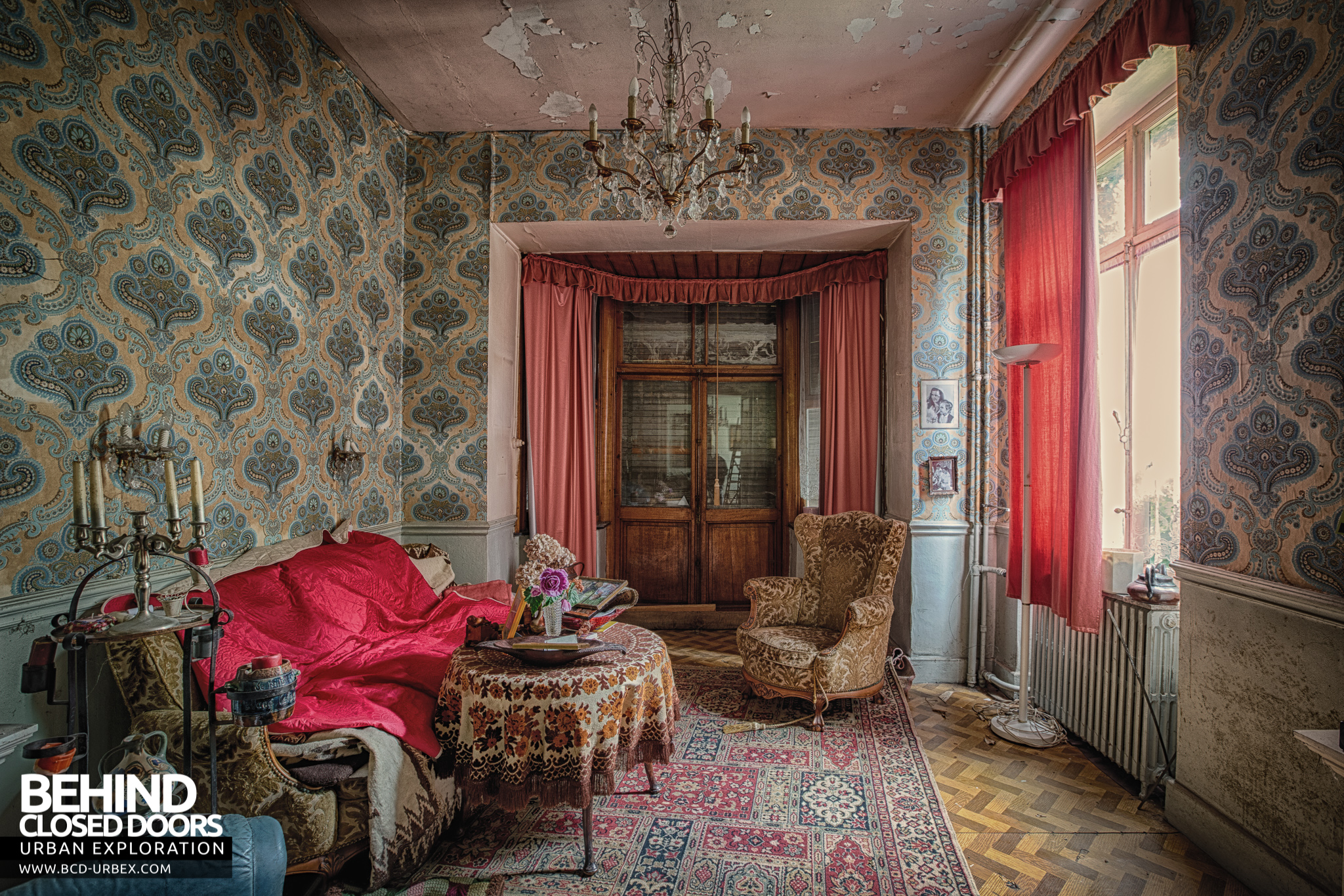 villa ro abandoned house belgium urbex behind closed doors urban exploring abandoned locations. Black Bedroom Furniture Sets. Home Design Ideas