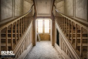 Château Japonais, France - Between the stairs