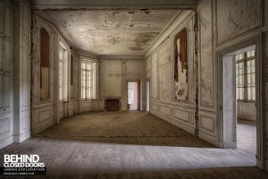 Château Japonais, France - Decaying room