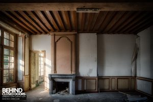 Château P12 - Decaying room