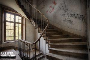 Château P12 - Staircase