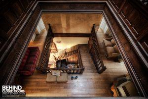Château Sous Les Nuages - Let's go upstairs
