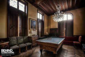 Château Sous Les Nuages - Billiard room