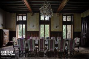 Château Sous Les Nuages - Banquet table