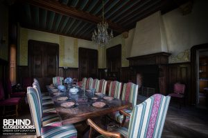 Château Sous Les Nuages - Dining table