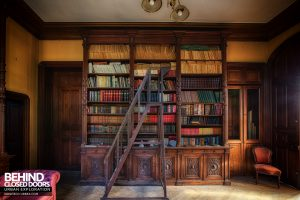Château Sous Les Nuages - The library