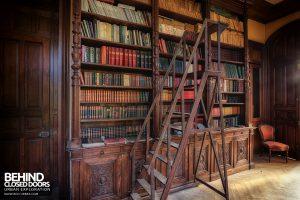 Château Sous Les Nuages - Steps to the books