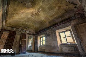 Palazzo di L - Decaying room