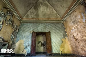 Palazzo di L - Decaying rooms