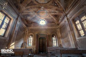 Palazzo di L - Light in the chapel