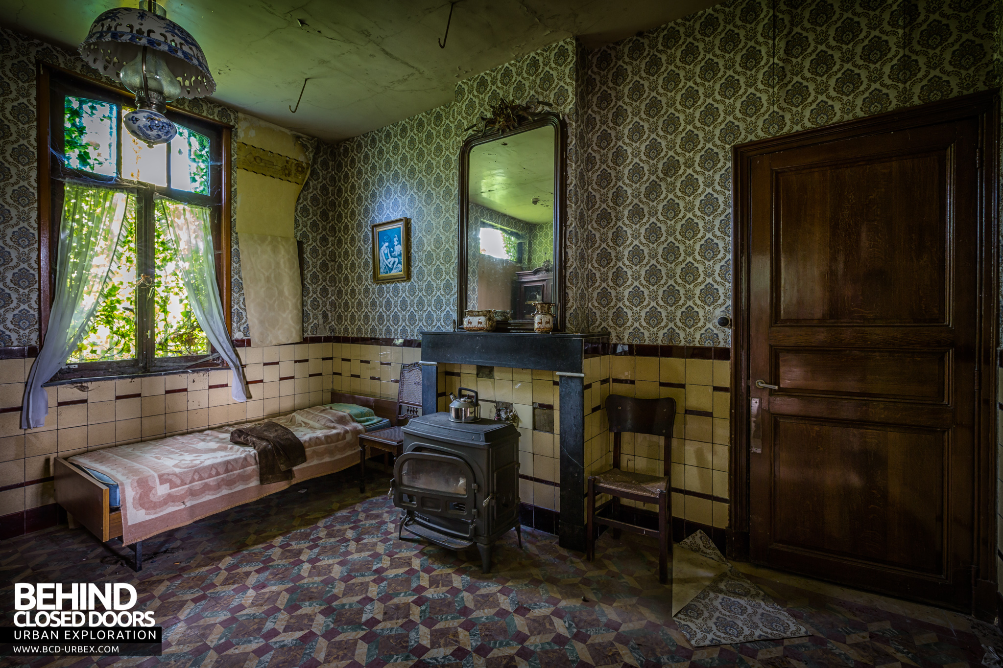 maison gustaaf abandoned house belgium urbex behind. Black Bedroom Furniture Sets. Home Design Ideas