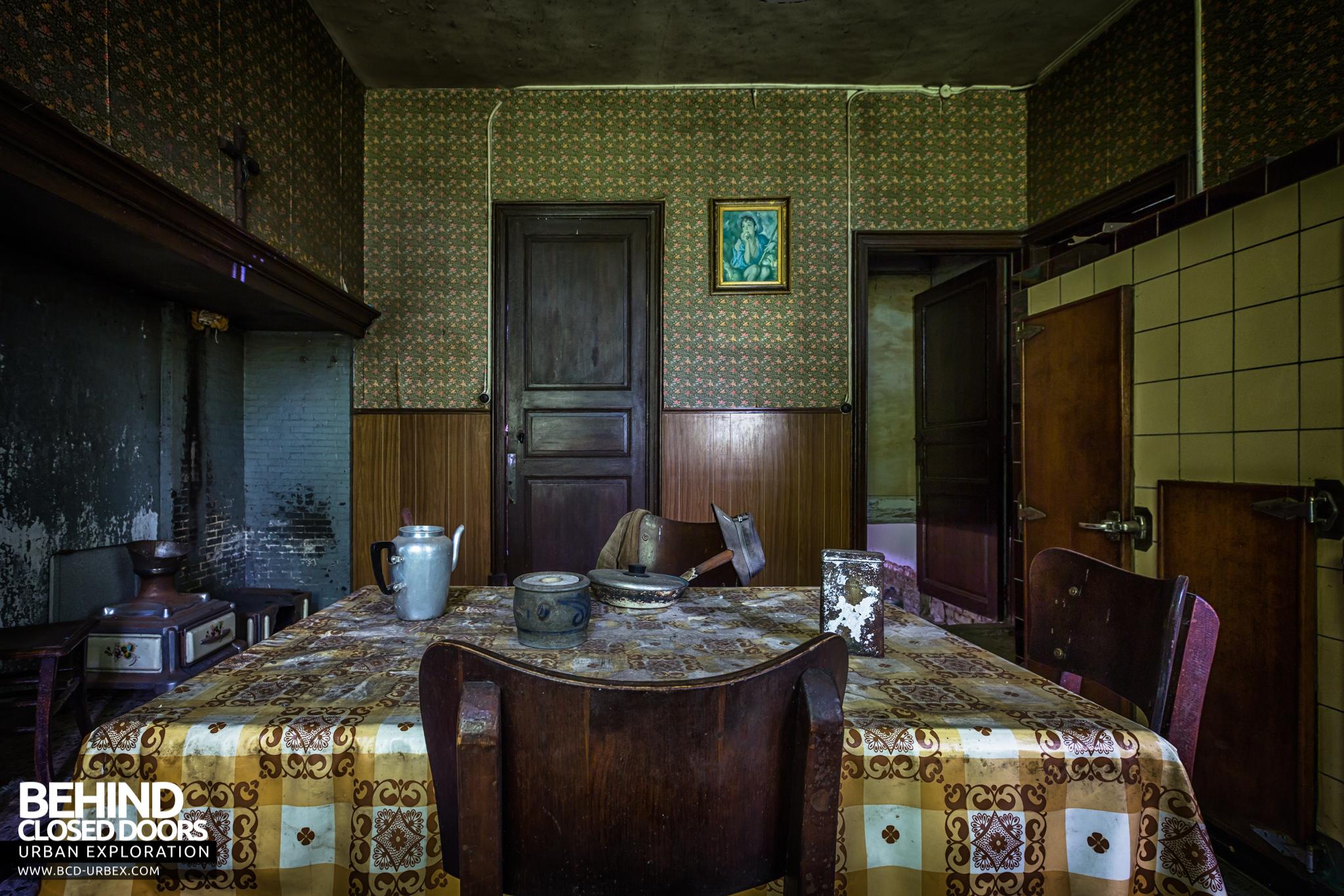 Maison Gustaaf Abandoned House Belgium 187 Urbex Behind