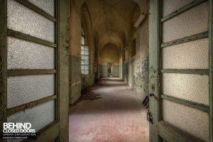 Manicomio di Racconigi - Corridor through doors