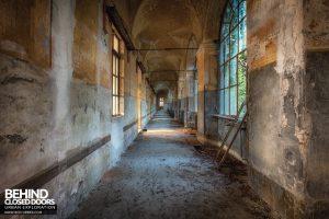 Manicomio di Racconigi - Decaying corridor