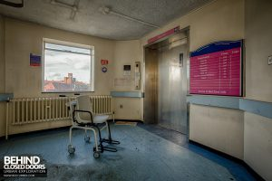Selly Oak Hospital - Wheelchair at lift