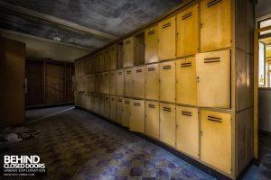Mono Orphanage, Italy - Locker room