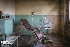 Mono Orphanage, Italy - Examination bed