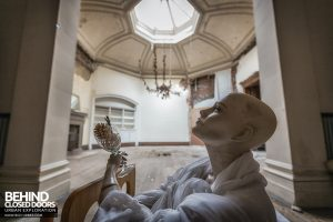 Brogyntyn Hall - Mannequin