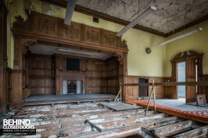 Brogyntyn Hall - Decaying room