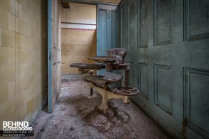 Buxton Crescent - Strange chair