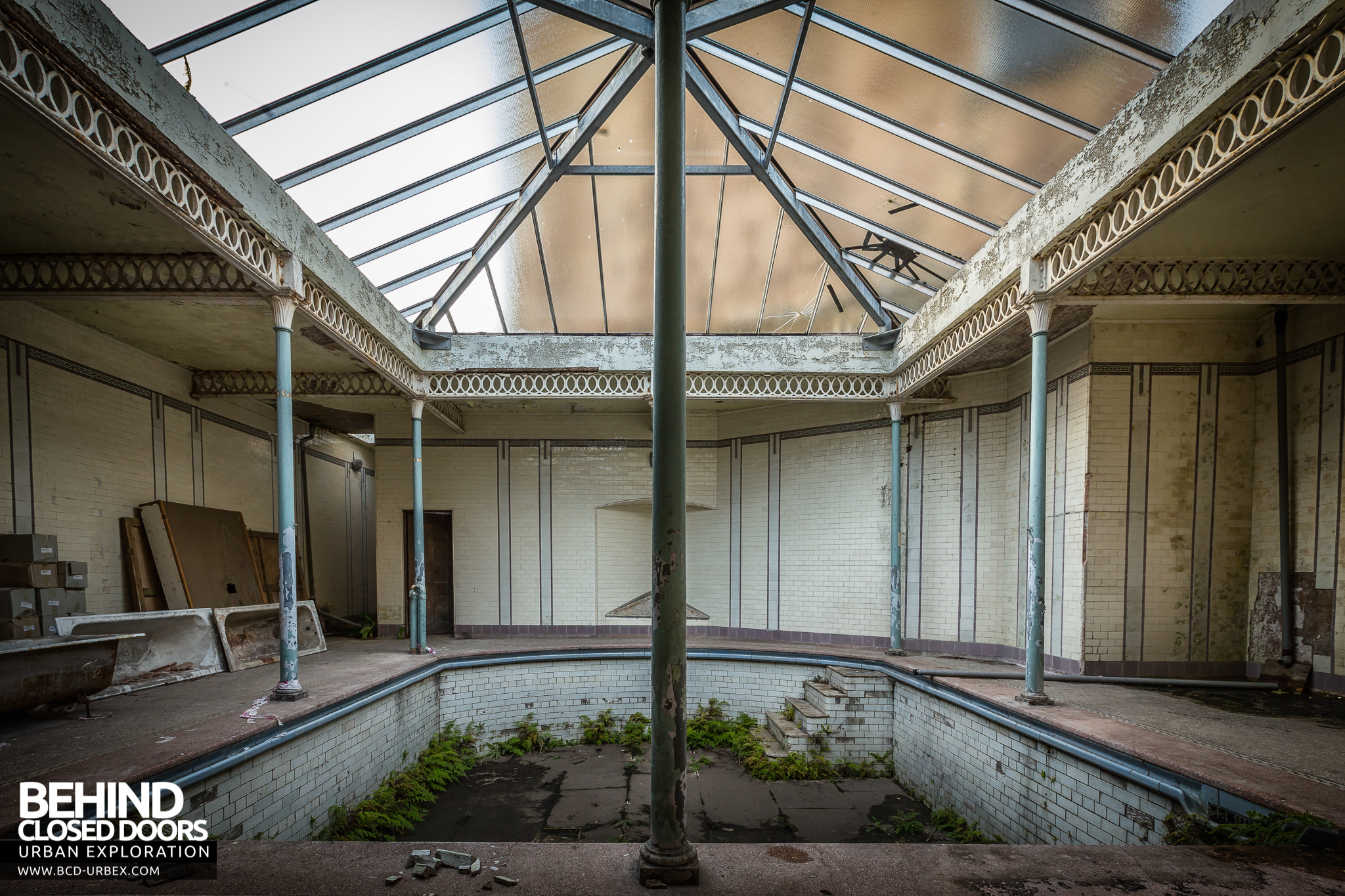 Buxton crescent hotel and spa baths uk urbex behind - Hotels in buxton with swimming pool ...
