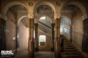 The Grand Hotel, Birmingham - Marble columns