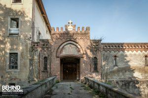 Monastero MG, Italy - Entrance