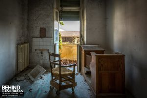 Monastero MG, Italy - Chair and desk