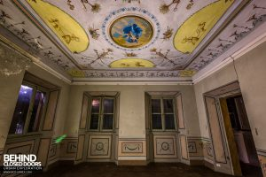 Villa Cripta, Italy - Bedroom with ornate ceiling
