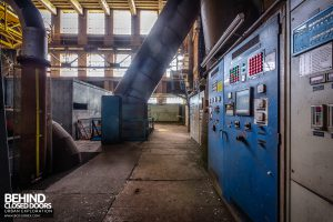 HF4 Blower House, Belgium - Controls and pipes
