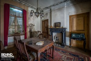 Manoir DP, Belgium - Table in room