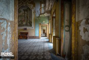 Villa Sbertolli, Italy - Through doorway