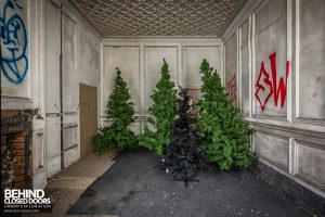 Coal Exchange, Cardiff - Christmas tress