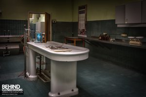 Twin Morgue, Belgium - Examination table