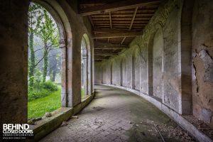 Chapelle des Pelotes, France - Curvy corridor