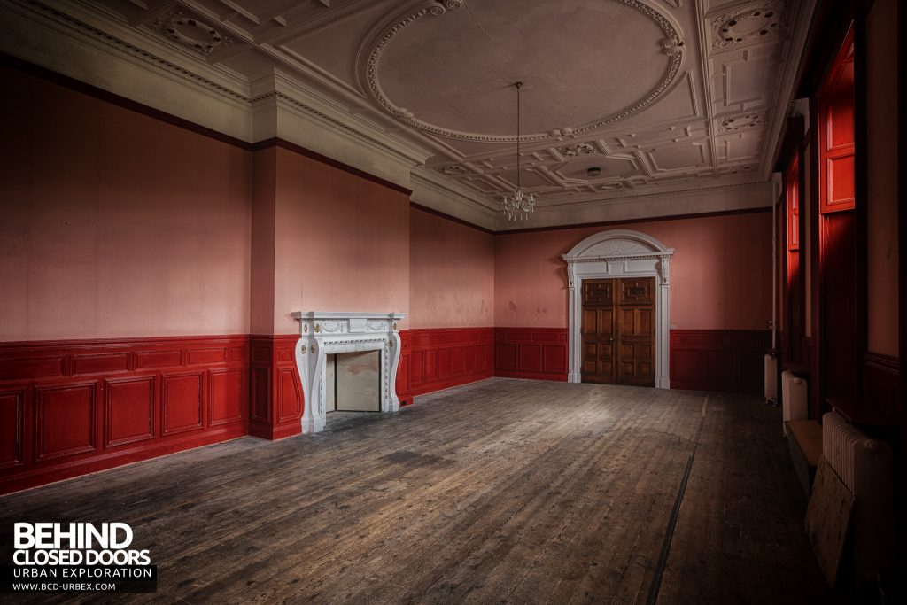 Kinmel Hall - The red room
