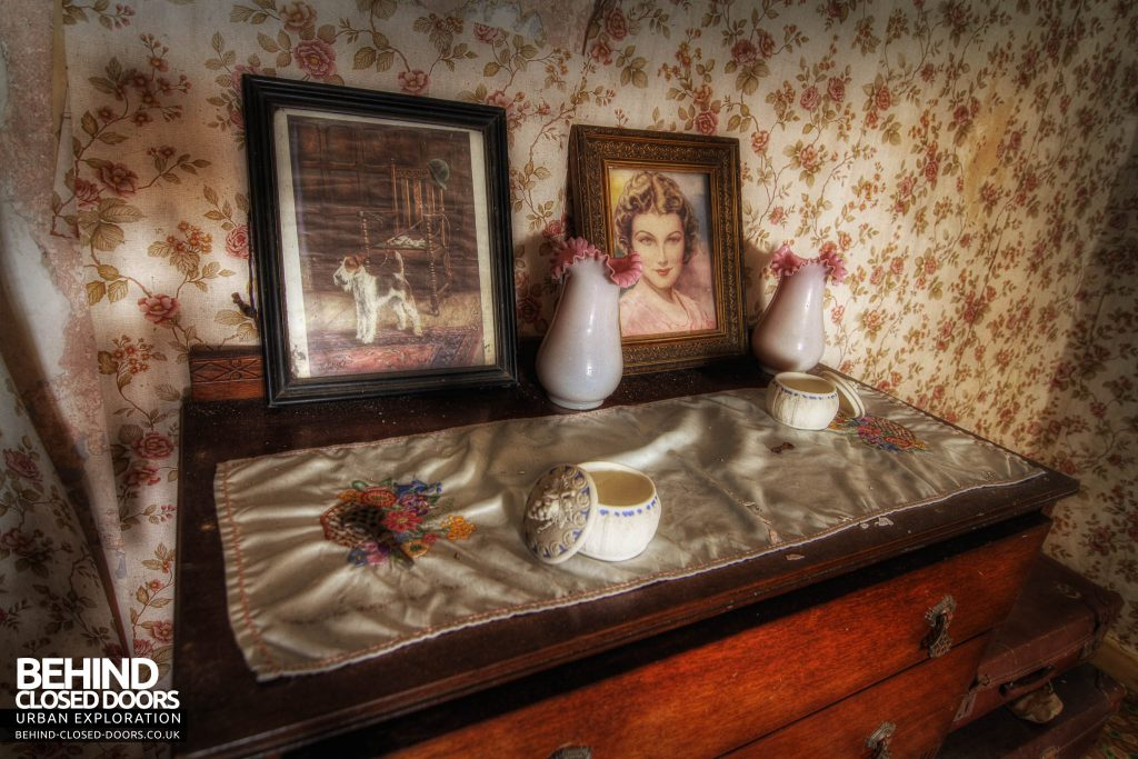 Y Heulog Farmhouse - Items on the dresser