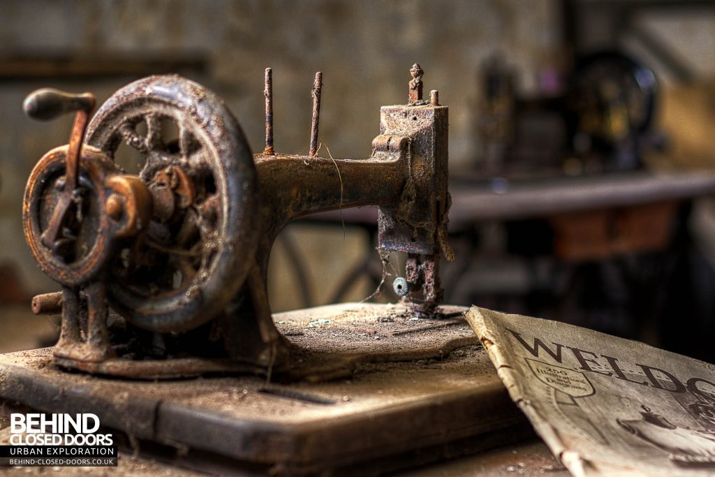 The Sewing House - Vintage Sewing Machine