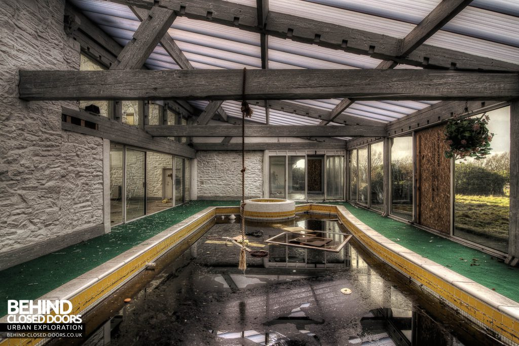 Latvian Consulate - Swimming Pool