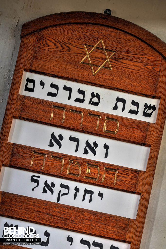Greenbank Synagogue - Jewish writing on board