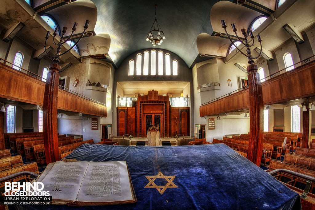 Greenbank Synagogue - Stand at the front